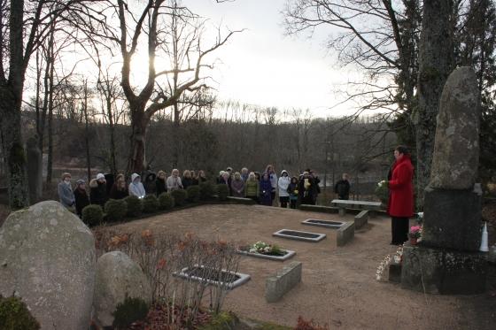 Piemiņas brīdis Blaumaņa kapos