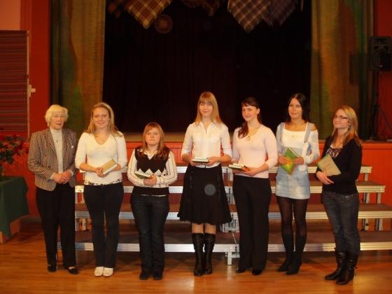 Literatūrzinātniece Līvija Volkova un atzinību ieguvēji