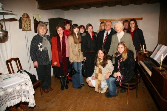 Braku muzeja vadītāja Anna Kuzina un konkursa dalībnieki