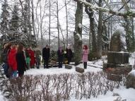 Sanita Dāboliņa runā pie R. Blaumaņa kapa