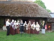 Dziedam vācu un latviešu mēlē